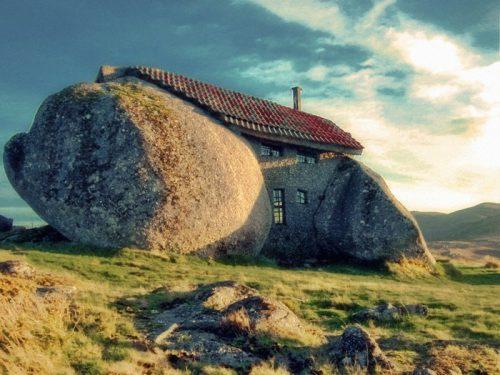 desain unik rumah batu portugal