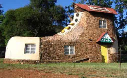 desain unik rumah sepatu afrika selatan